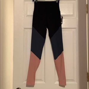 NEW - Onzie Colorblock Leggings